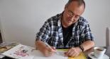 Heinz Zuber schreibt dem Interviewer eine persönliche Widmung