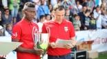David Alaba mit dem Pokal