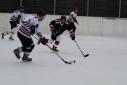 Voll im Geschehen des Eishockeyspieles - KIC Weiß vs. KIC Schwarz