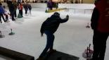 Kanditat beim Eisstockschießen