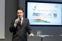 Eventmoderator Philipp Pertl beim Moderieren der Verleihung des Mercur '15