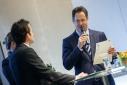 """Dr. Rainer Trefelik verkündiget den Gewinner des Mercur '15 in der Kategorie """"Green Economy"""""""