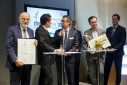 """Philipp Pertl im Gespräch mit DI. Luis Coronado, die Gewinner """"Andritz AG"""" der Kategorie """"Green Economy"""""""