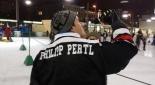 Philipp Pertl mit eigenem Eishockeytrikot