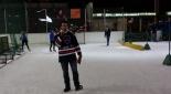Philipp Pertl am Eis beim Moderieren