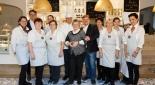 """Das Team der Kaffee-Konditorei """"Heiss und Süß"""" mit den Besitzern Christian und Günther Heiss und die Mutter der beiden"""
