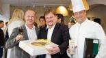 Günther und Christian Heiss beim Begrüßen der Gäste