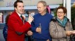 Philipp Pertl beim interviewen der Gäste