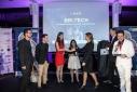 Verleihung des ersten Platzes in der Kategorie Studierende von Dr. Barbara Brenner (Donau Universität Krems) und Dr. Stefan Buchinger (BMWFW)