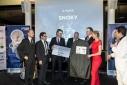 """Der dritte Preis in der Kategorie Technologie geht an """"Snoky"""", übergeben von Mag. Dr. Joachim Seipelt (Leiter Technologie & Innovation Austria Wirtschaftsservices) und Michael Gitzi (digidruck.at)"""