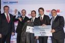 v.l.n.r. Mag. Dr. Joachim Seipelt (Leiter Technologie & Innovation Austria Wirtschaftsservices), das Unternehmen Snoky, Michael Gitzi (digidruck.at)