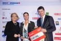 WKO Gen. Sekr. Mag. Anna Maria Hochhauser mit der Gewinnerin des dritten Platzes in der Kategorie Dienstleistung, Gewerbe und Handel