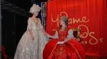 Die Uraufführung des Theaterstücks am Riesenradplatz, Marie Antoinette (Henrietta Rauth) mit Maria Theresia (Sandra Riedl)