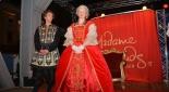 Die Uraufführung des Theaterstücks am Riesenradplatz, Schicksal (Sebastian von Malfer) mit Maria Theresia (Sandra Riedl)