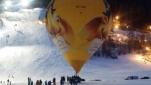 der Heißluftballon beginnt seine Fahrt