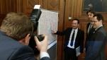 Micheal Weinwurm fotographiert v.l.n.r. Polizeipräsident Gerhard Pürstl, Bezirksvorsteher Mag. Markus Figl, WKW Obmann Handel Dr. Rainer Trefelik