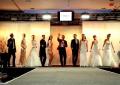 Philipp Pertl mit den Models der Brautmodenschau
