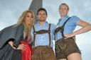 1.WienerTrachtenbungee - v.l.n.r. Yvonne Rueff (Dancer against Cancer), Mister Austria Fabian Kitzweger, Finalistin Jenny