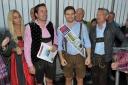 1.WienerTrachtenbungee - v.l.n.r. Yvonne Rueff (Dancer against Cancer), Philipp Pertl, Mister Austria Fabian Kitzweger, Hans Georg Heinke, Bert Copar (Donauturm)
